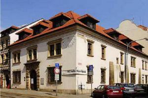 Západočeská galerie zve na výstavu Jiřího Slívy - Kresbou ke smyslu