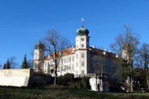 Zámek v Mníšku nechal postavit koželuh z Brabantu