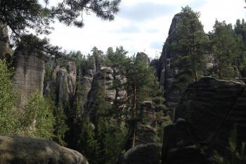 Bizarní skalní útvary jsou přitažlivým cílem turistických výletů severovýchodních Čech