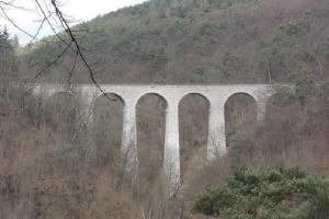 """Nejvyšší kamenný viadukt v Čechách je na trati """"sázavského pacifiku"""" u Žampachu"""