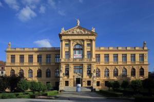 Muzeum hlavního města Prahy zve na výstavu Krása pro ženu stvořená