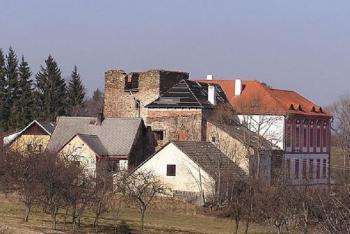 Tvrz Dobrš patřila rodu Koců do roku 1608
