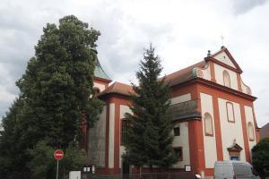 Kostel sv. Bartoloměje v Doksech skrývá sošku Černé Madony z Bezdězu