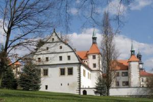 ZAVÍRÁME BRÁNY – hlásí státní zámek Benešov nad Ploučnicí