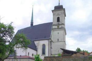 Kostel Povýšení sv.Kříže v Doubravníku sloužil jako rodinná hrobka Pernštejnů