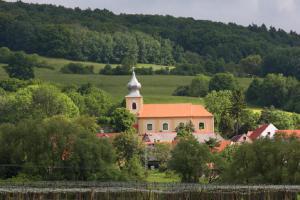 Obnova areálu kostela sv. Petra a Pavla a Soběnicích