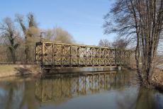 Železniční most v Horkách nad Jizerou slouží už jen cyklistům a pěším