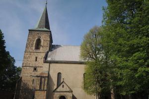Kostel Nanebevzetí Panny Marie v Charvatcích skrývá náhrobek Viléma z Ilburka