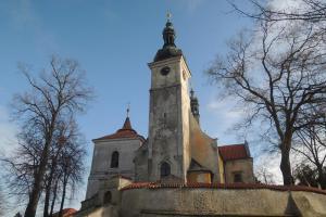 Kostel sv. Prokopa v Chotětově je dominantou obce