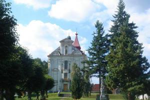 V Nové Cerekvi stojí kostel zasvěcený sv.Tomáši Becketovi