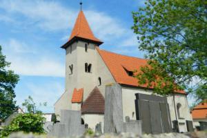 Kostel sv. Štěpána stojí na hradišti Slavníkovců