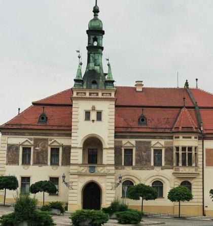 Budova radnice v Tišnově byla postavena ve stylu pozdního historismu