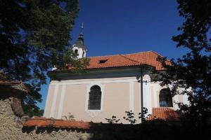 Kostel sv. Šimona a Judy ve Skřípli byl postaven Janem Adolfem z Kounic