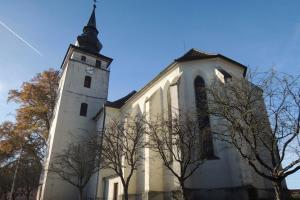 Hodiny ve věži kostela v Kardašově Řečici vytvořil slavný mistr Hanuš