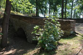 Z hradu v Týně nad Vltavou se dochoval jenom most
