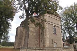 Kostel sv. Barbory v Otovicích patří do broumovské skupiny kostelů