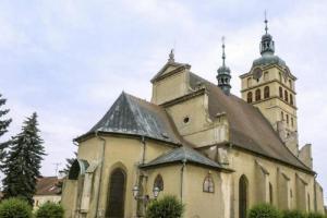 Kostel sv. Voršily v Chlumci nad Cidlinou je dominantou náměstí