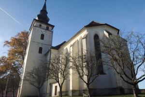 Hodiny ve věži kostela sv. Jana Křtitele vytvořil slavný mistr Hanuš