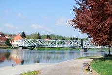 Historický ocelový most v Týně nad Vltavou je národní technickou památkou