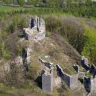Hrad Šumburk stojí na dominantním vrcholu nad řekou Ohří