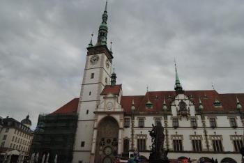 Olomoucká radnice dominuje Hornímu náměstí