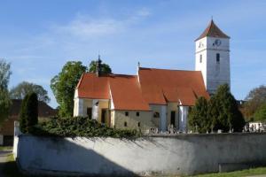 Kostel sv. Václava vytváří  charakteristické panorama obce Velešín