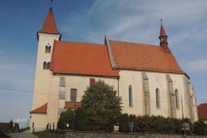 Kostel sv.Petra a Pavla v Načeradci má románské jádro