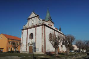 Kostel sv. Václava  ve Stráži u Tachova je románského původu