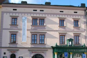Galerie U Bílého jednorožce zve na výstavu CITY MEJKAP