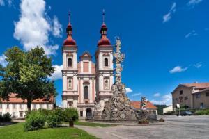 Kostel v Lomnici patří k nejvýznamnějším raně barokním památkám na Moravě