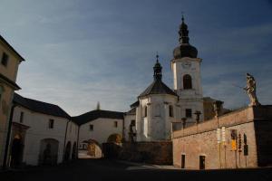 Kostel sv.Jana Křtitele v Manětíně skrývá obrazy Petra Brandla