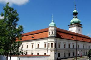Výstava na zámku představuje Nevítané návštěvníky