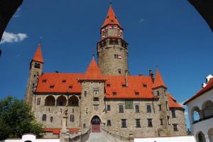 Hrad Bouzov je romantický skvost střední Moravy.
