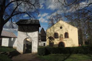 Kostel Nejsvětější Trojice v Českém Brodu stál mimo městské hradby