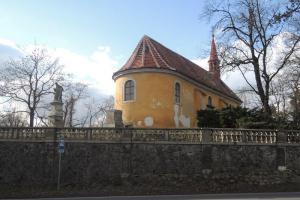 Kostel Povýšení sv. Kříže v Dobříši byl hradním kostelem