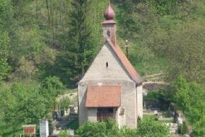 Kostel sv. Václava v Dolním Čepí se dochoval ve středověké podobě