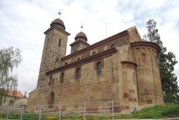 Románská bazilika v Tismicích je význačnou památkou středoevropského významu