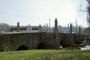 Most v Bělé nad Radbuzou je inspirovaný příkladem Karlova mostu v Praze
