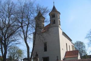 Románský kostel v Kondraci patří k nejstarším církevním památkám v Čechách