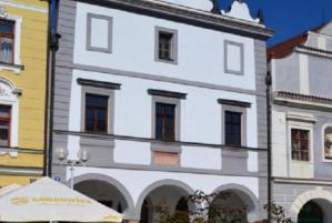 Centrum Třeboňského rybníkářského dědictví zve na výstavu Záblesky svobody aneb konec 80. let