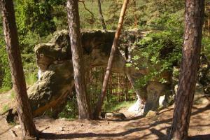 Hradčanské stěny jsou lákavým cílem pro rodiny, nabízí pozoruhodné přírodní útvary