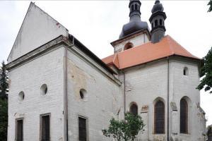 Kostel sv.Petra a Pavla v Kralovicích skrývá hrobku rodu Gryspeků