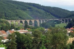 Obraz mostu v Dolních Loučkách se dostal i na poštovní známku