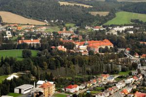 Poznávací stezky městem Plasy lákají turisty i místní