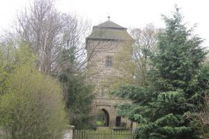 Věž hradu v Tuchorazi reprezentuje architekturu z doby Jiřího z Poděbrad