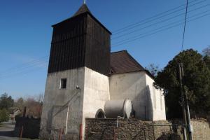 Kostel sv. Václava v Dobřeni zdobí renesanční figurální náhrobky