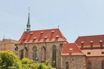 Anežký klášter oživá historií i současnými sochami