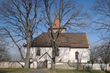 Kostel Navštívení Panny Marie je dominantou obce Vysoká