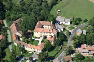 Na hradě Staré Hrady se narodil první český arcibiskup Arnošt z Pardubic