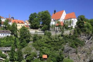 Jednou z nejvýznamnějších středověkých památek Bechyně je minoritský klášter s kostelem